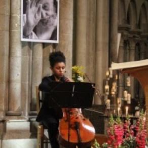 """""""Musique au Chambertin""""  Promenades en Pinot 2018 avec la participation musicale de : Pauline Ngolo Violoncelle"""